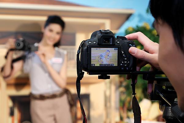 圖說三,Canon EOS 700D具備即時預覽創意濾鏡功能,可先模擬拍攝畫面,讓玩家們輕鬆拍出獨特的創意相片。